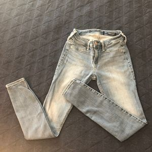 Hollister | Low Rise Jeans | Size: 1-S